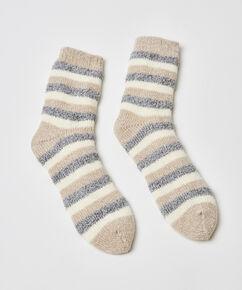 Kuschelige Socken mit Streifen, Grau