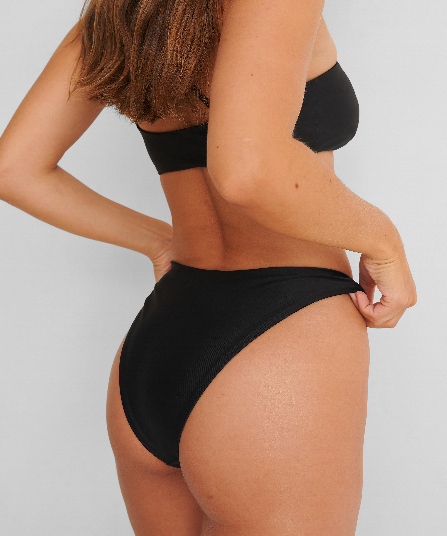 Bikini-Slip mit hohem Beinausschnitt HKM x NA-KD, Schwarz, main