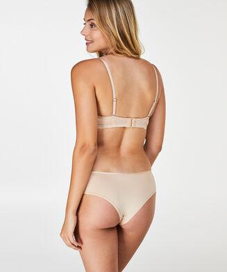 Brazilian Angie Nude, Teint