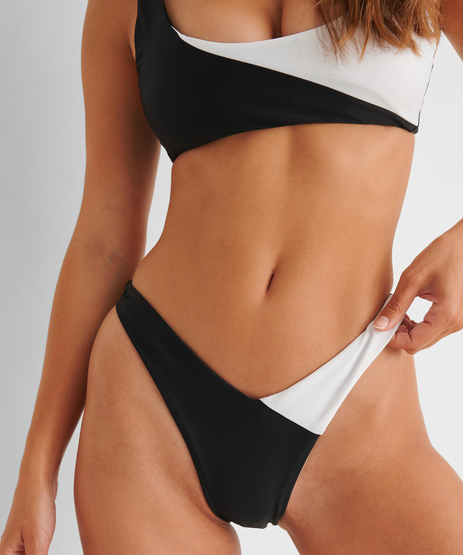 Bikini-Slip mit hohem Beinausschnitt 2Tone HKM x NA-KD, Weiß, main