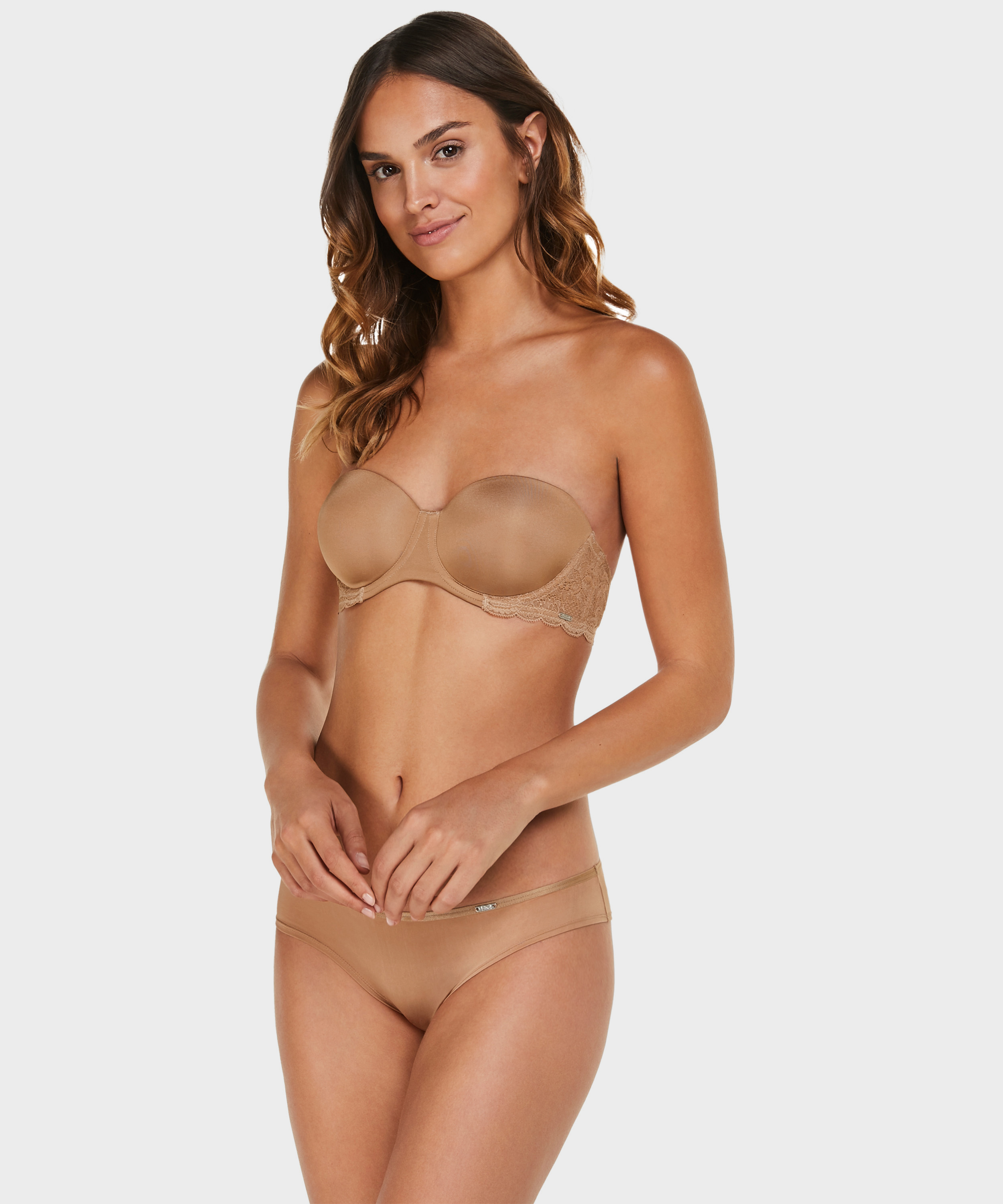 String Angie Nude, Teint, main
